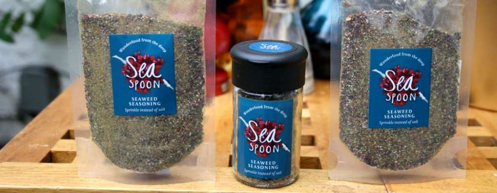Packs of Seaspoon edible seaweed seasoning