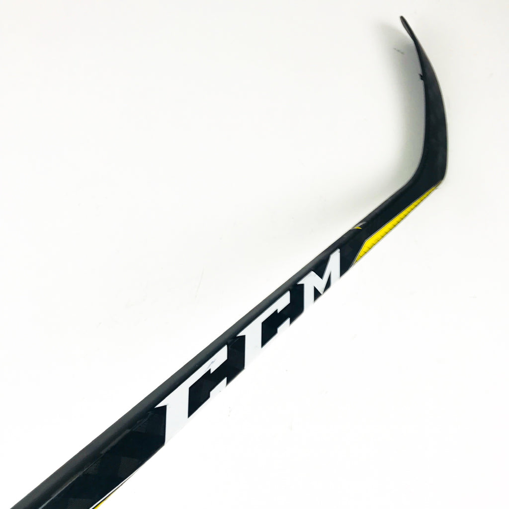 "Used Right Handed CCM Super Tacks 2.0 / Grip / 85 Flex / P28 Curve / 69"" Tall"