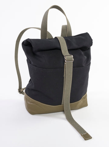 The Field Backpack - Canvas + Leather Style - front view - adventure bag - black and olive green