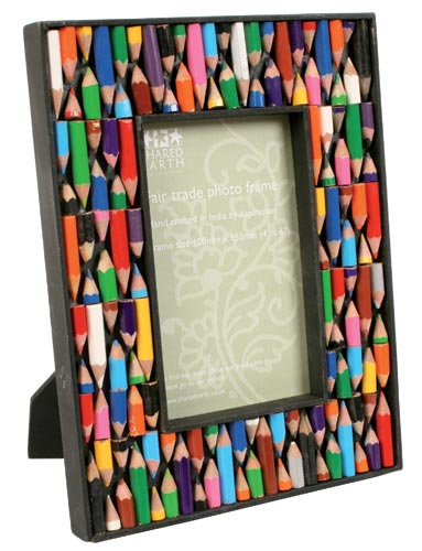 "Photo frame with recycled crayons, for 4x6"" photo"