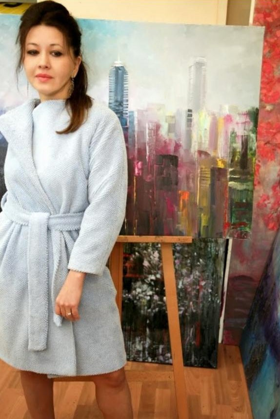 Beautiful painter Claudia Kusznirczuk turning ambstiousness in to success
