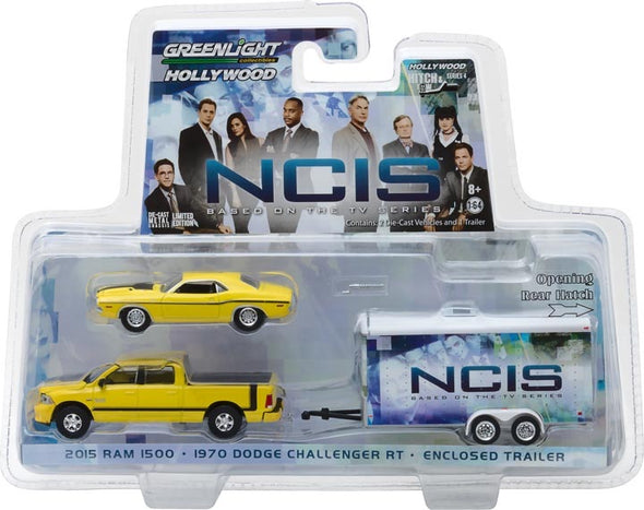 1:64 Hollywood Hitch & Tow Series 4 - NCIS (2003-Current TV Series) - 2015 Ram 1500 with 1970 Dodge Challenger R/T in Enclosed Car Hauler