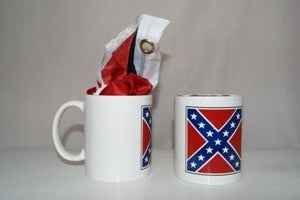 CONFEDERATE COFFEE MUG WITH 32″X32″ SQUARE BATTLE POLYESTER FLAG (WHITE)