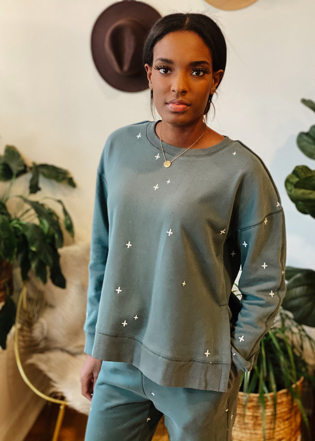 The Lilly Embroidered Sweatshirt (vintage teal)