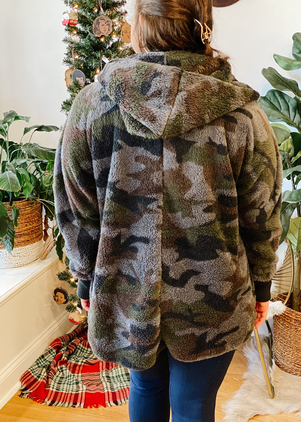 The Owen Cozy Fur Jacket (camo)