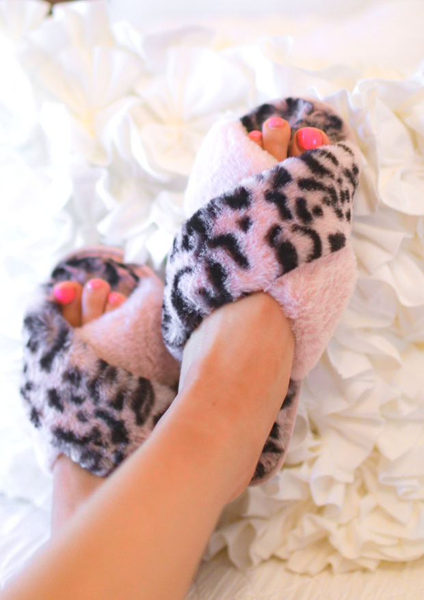 The Criss Cross Cozy Slippers (pink)