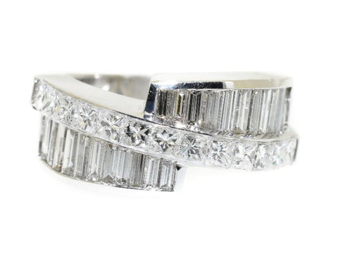 18kt white gold princess cut and baguette diamond fashion ring