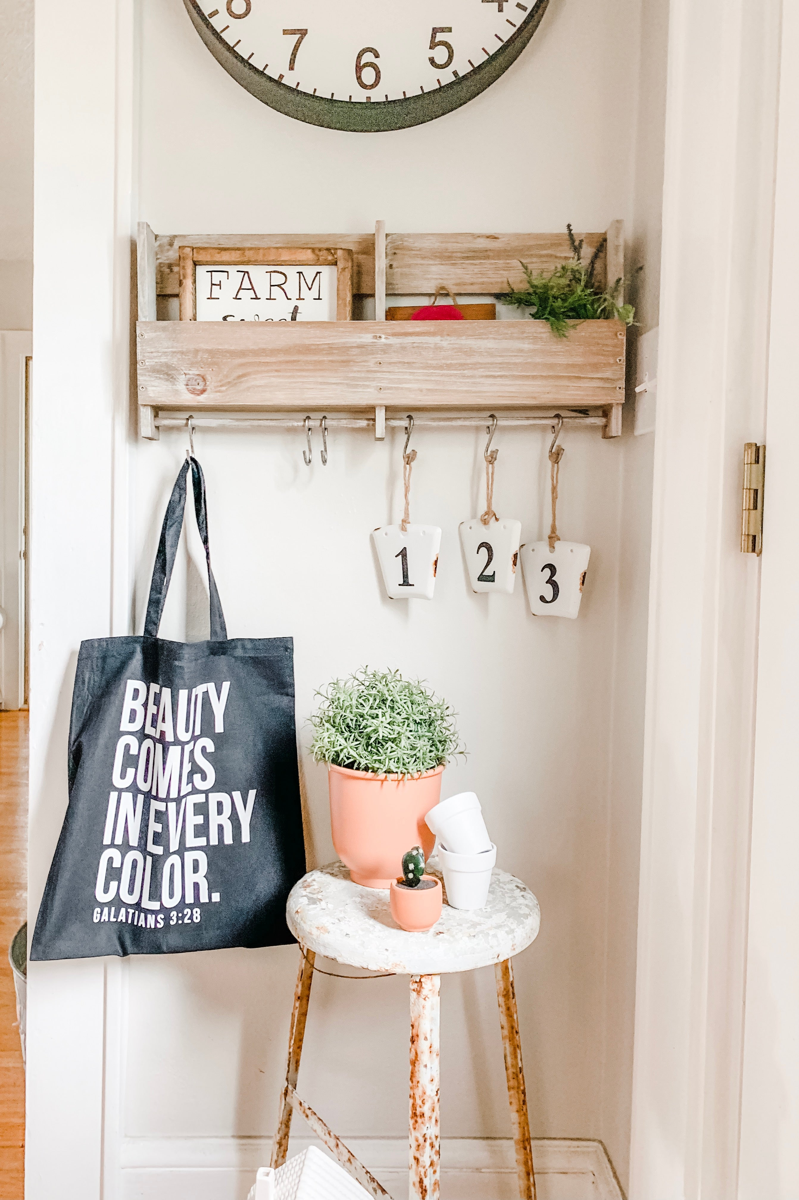 Beauty Comes In Every Color, Market Tote Bag