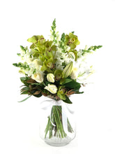 Load image into Gallery viewer, Serene Bouquet - Brooklyn Flowers
