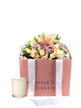 Load image into Gallery viewer, Posy Bag & Ecoya Candle Gift Package & FREE vase - Brooklyn Flowers