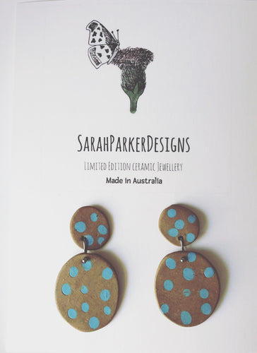 Kingfisher drop earrings - Brown with blue dots