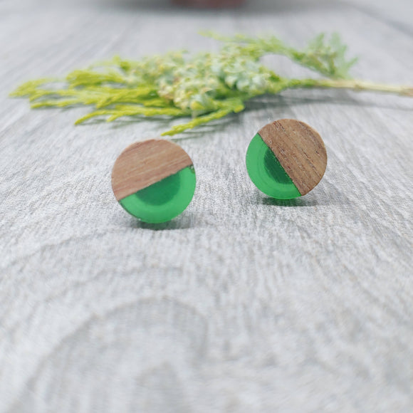 Wood and Leaf Green Resin Colourful Stud Earrings - Round