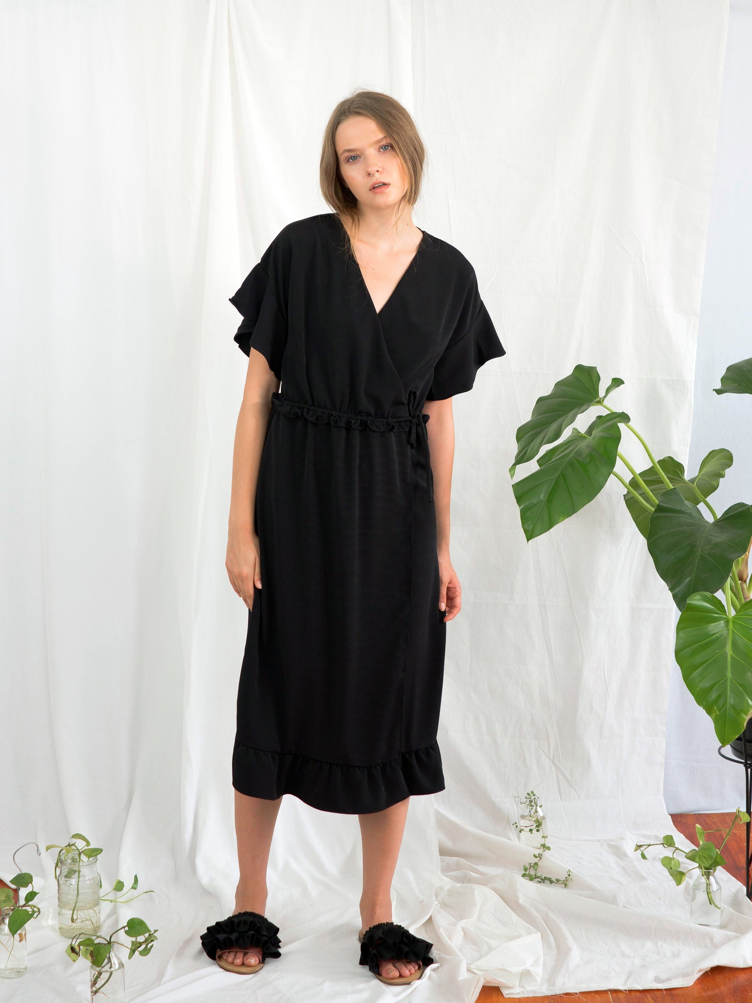 BLACK ZINNIA WRAP DRESS