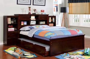 PEARLAND Traditional Bed