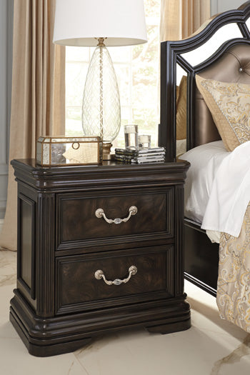 QUINSHIRE Traditional Two Drawer Nightstand