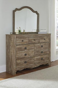 SHELLINGTON Traditional Dresser