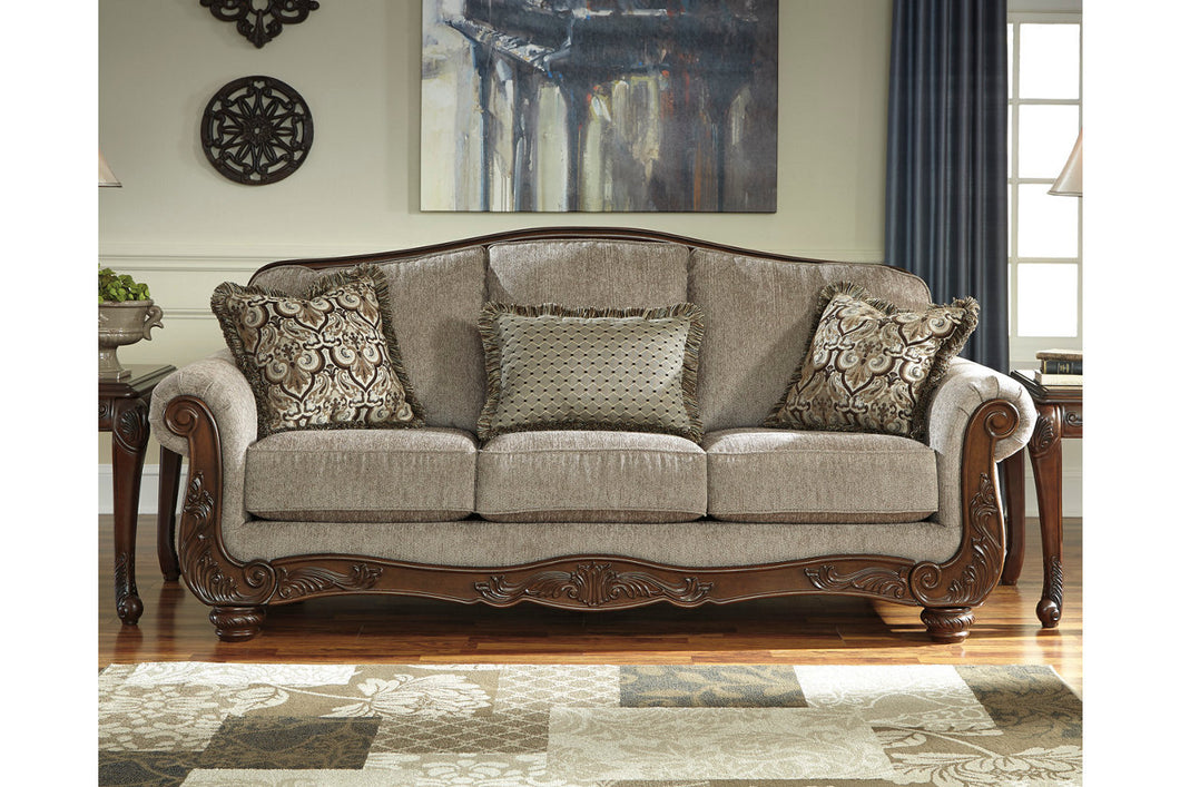 CECILYN Traditional Sofa