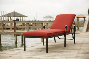 TANGLEVALE Contemporary Chaise