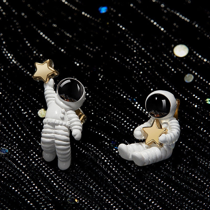 Cute Asymmetric Space Astronaut Star Earrings - BernardoModa