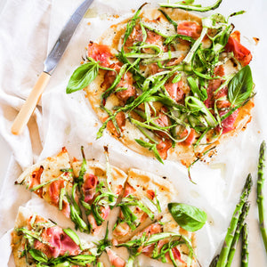 Asparagus pizza with Ham and Cheese
