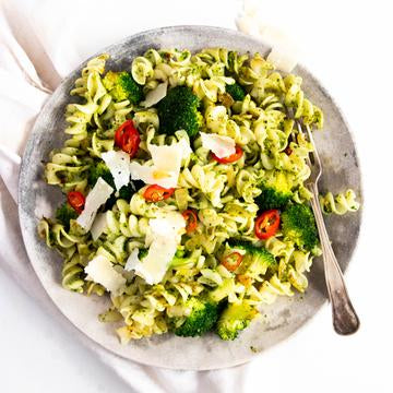7 Health & Filling Lunch Ideas For Work Quick and Easy Kale Pesto Pasta Recipe