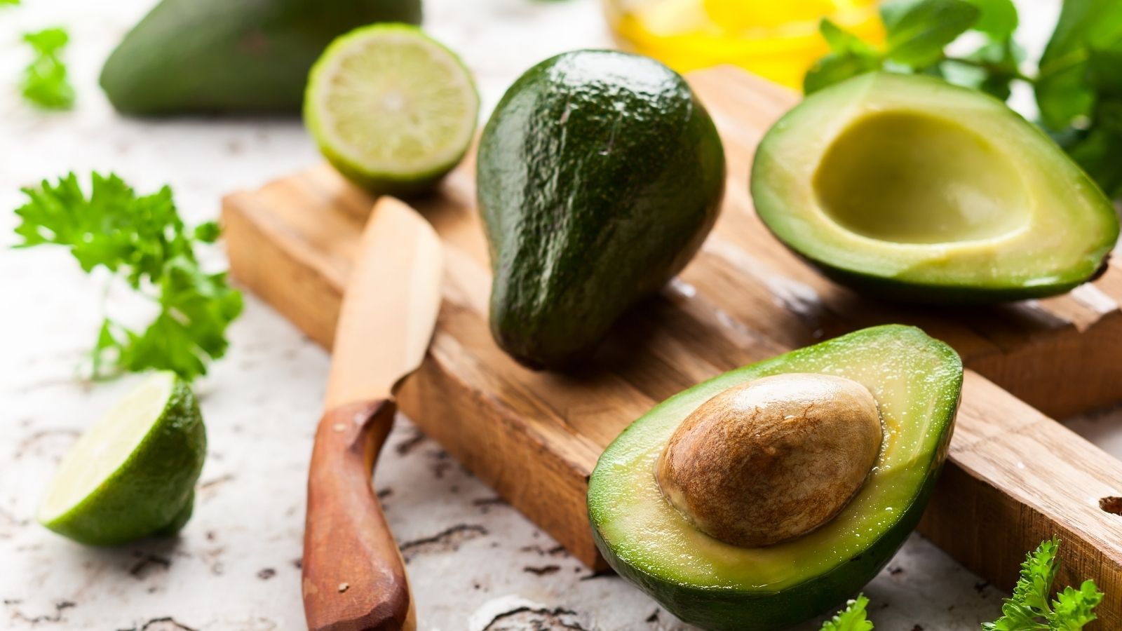 avocadoes and healthy fats for hair