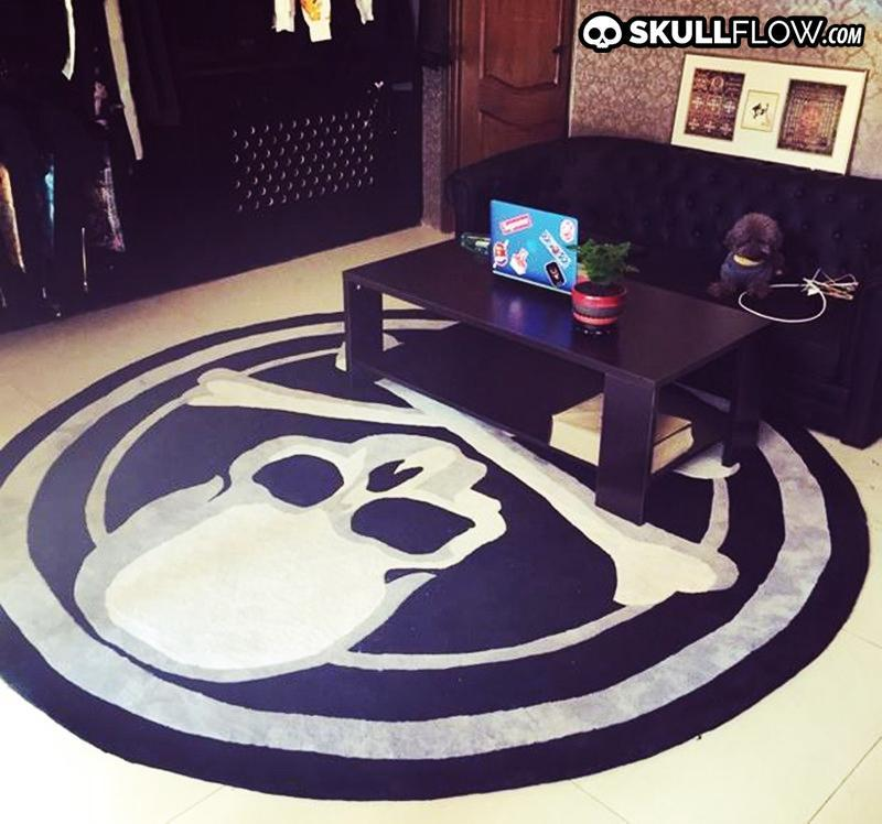 Acrylic Skull Round Carpet black and white