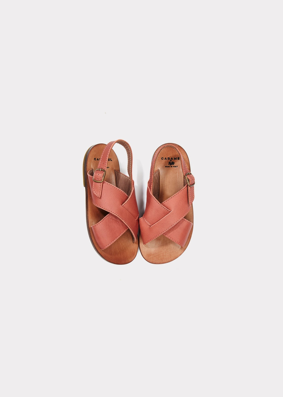 Alena Cross Sandal, Maquillage
