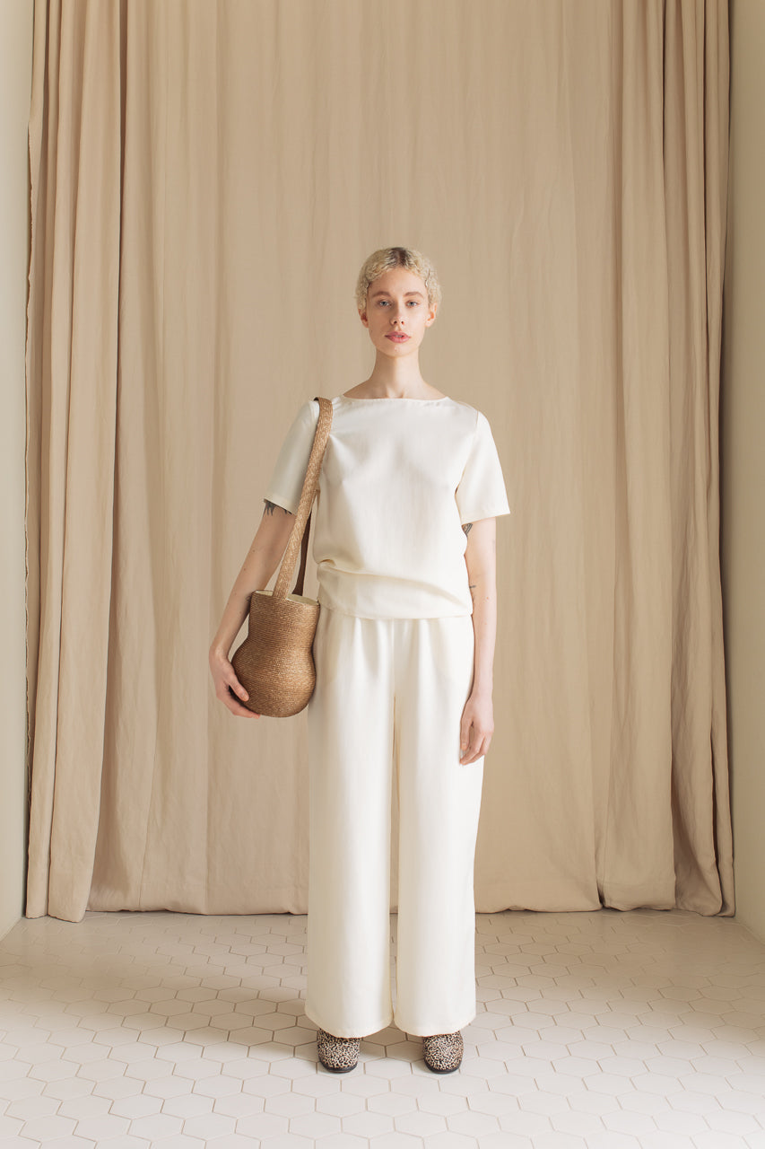 Samuji Vasella Bag Light Brown with Lea Shirt Silk Leggero and Leiko Trousers Silk Leggero
