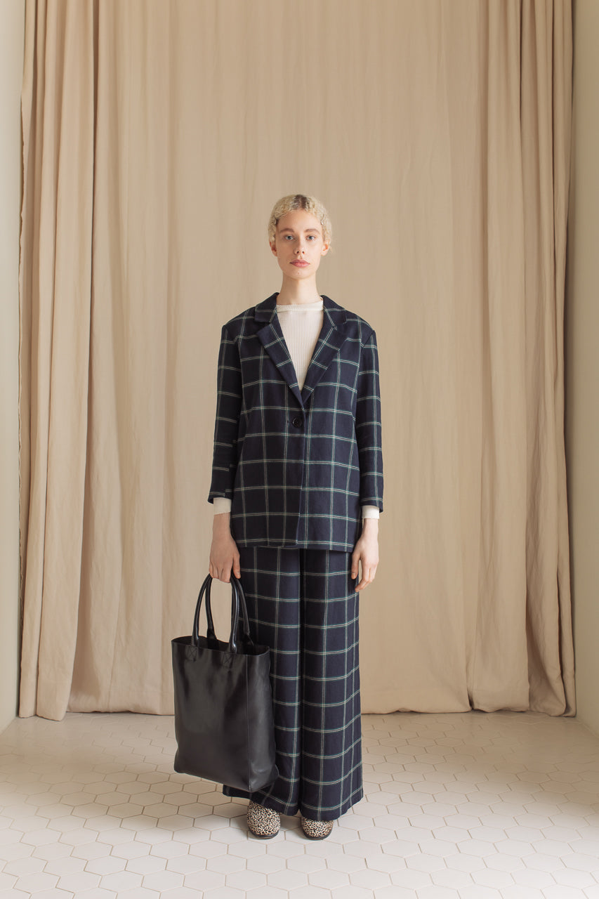 Samuji Vernie Blazer and Lilo Trousers in Lino Crepe and Unlined Tote in Black