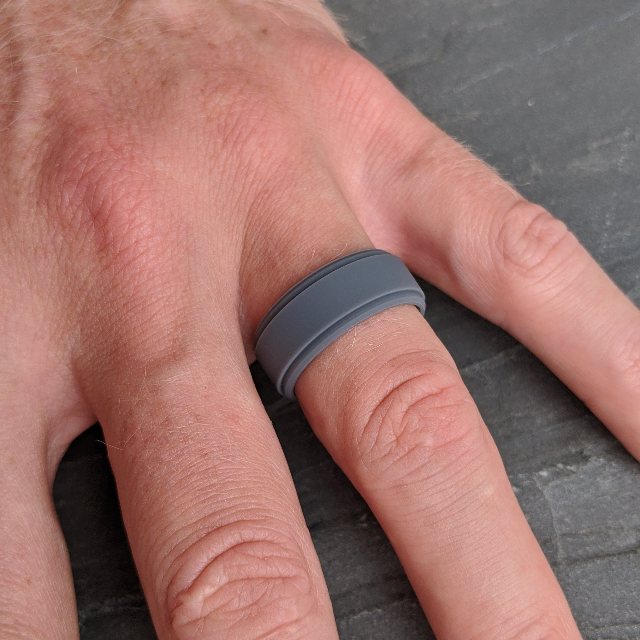 Oxford Grey Step Edge Silicone Ring Man