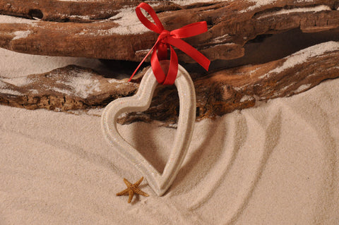 Have your guests leave with a beautiful sand art craft
