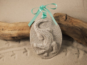 ALLIGATOR ORNAMENT, SAND ORNAMENT, TROPICAL SEASIDE ORNAMENT, COASTAL BEACH GIFT, MADE IN FLORIDA, BEACH LOVER GIFTS, BEACH SAND KEEPSAKES, VACATION SOUVENIR, GIFT SHOP OWNERS, PROMOTIONAL ITEMS, PARTY FAVOR, SPECIAL EVENT, COLLECTIBLES, HAND-CRAFTED, FUNDRAISER
