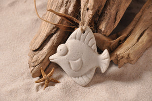 TROPICAL FISH ORNAMENT, FISH SAND ORNAMENT, MARINE LIFE ORNAMENT, COASTAL BEACH GIFT, MADE IN FLORIDA, BEACH LOVER GIFTS, BEACH SAND KEEPSAKES, VACATION SOUVENIR, GIFT SHOP OWNERS, PROMOTIONAL ITEMS, PARTY FAVOR, SPECIAL EVENT, COLLECTIBLES, HAND-CRAFTED
