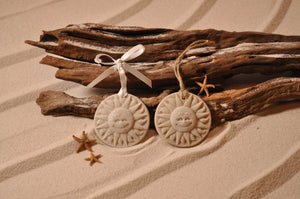 SUNFACE ORNAMENT, SUNFACE SAND ORNAMENT, SUN LOVERS, TROPICAL SEASIDE ORNAMENT, COASTAL BEACH GIFT, MADE IN FLORIDA, BEACH LOVER GIFTS, BEACH SAND KEEPSAKES, VACATION SOUVENIR, GIFT SHOP OWNERS, PROMOTIONAL ITEMS, PARTY FAVOR, SPECIAL EVENT, COLLECTIBLES, HAND-CRAFTED, FUNDRAISER, BRIDAL SHOWER FAVORS, DESTINATION WEDDING, BEACH WEDDING FAVORS