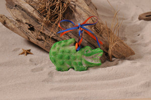 GATOR, FLORIDA GATOR, ORNAMENT, SAND ORNAMENT, TROPICAL SEASIDE ORNAMENT, COASTAL BEACH GIFT, MADE IN FLORIDA, BEACH LOVER GIFTS, BEACH SAND KEEPSAKES, VACATION SOUVENIR, GIFT SHOP OWNERS, PROMOTIONAL ITEMS, PARTY FAVOR, SPECIAL EVENT, COLLECTIBLES, HAND-CRAFTED, FUNDRAISER