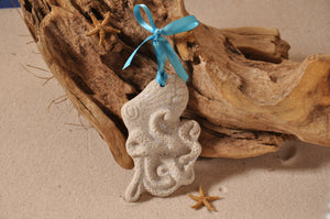 OCTOPUS ORNAMENT, SAND ORNAMENT, TROPICAL SEASIDE ORNAMENT, COASTAL BEACH GIFT, MADE IN FLORIDA, BEACH LOVER GIFTS, BEACH SAND KEEPSAKES, VACATION SOUVENIR, GIFT SHOP OWNERS, PROMOTIONAL ITEMS, PARTY FAVOR, SPECIAL EVENT, COLLECTIBLES, HAND-CRAFTED, FUNDRAISER