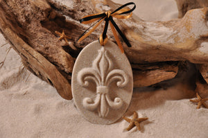 FLEUR DE LIS ORNAMENT, FRENCH FLEUR DE LIS, SAND ORNAMENT, TROPICAL SEASIDE ORNAMENT, COASTAL BEACH GIFT, MADE IN FLORIDA, BEACH LOVER GIFTS, BEACH SAND KEEPSAKES, VACATION SOUVENIR, GIFT SHOP OWNERS, PROMOTIONAL ITEMS, PARTY FAVOR, SPECIAL EVENT, COLLECTIBLES, HAND-CRAFTED, FUNDRAISER, BRIDAL SHOWER FAVORS, DESTINATION WEDDING, BEACH WEDDING FAVORS
