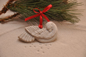 CHRISTMAS DOVE, DOVE, CHRISTMAS, XMAS, HOLIDAY GIFT, SEASIDE CHRISTMAS, CHRISTMAS ORNAMENT, SEASONAL DÉCOR, HOLIDAY ORNAMENT, SAND ORNAMENT, TROPICAL SEASIDE ORNAMENT, COASTAL BEACH GIFT, MADE IN FLORIDA, BEACH LOVER GIFTS, BEACH SAND KEEPSAKES, VACATION SOUVENIR, GIFT SHOP OWNERS, PROMOTIONAL ITEMS, PARTY FAVOR, SPECIAL EVENT, COLLECTIBLES, HAND-CRAFTED, FUNDRAISER
