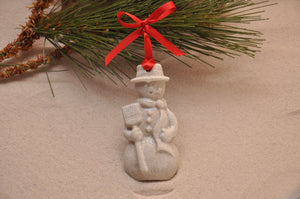 SNOWMAN, WINTER SANDMAN, CHRISTMAS, XMAS, HOLIDAY GIFT, SEASIDE CHRISTMAS, CHRISTMAS ORNAMENT, SEASONAL DÉCOR, HOLIDAY ORNAMENT, SAND ORNAMENT, TROPICAL SEASIDE ORNAMENT, COASTAL BEACH GIFT, MADE IN FLORIDA, BEACH LOVER GIFTS, BEACH SAND KEEPSAKES, VACATION SOUVENIR, GIFT SHOP OWNERS, PROMOTIONAL ITEMS, PARTY FAVOR, SPECIAL EVENT, COLLECTIBLES, HAND-CRAFTED, FUNDRAISER