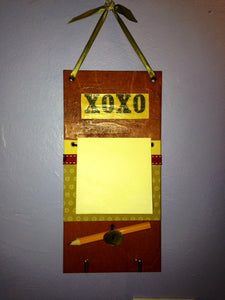 "Post-It Note Holder  ""XOXO"""