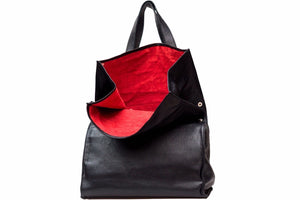 ELEGANT BLACK LEATHER SHOULDER BAG
