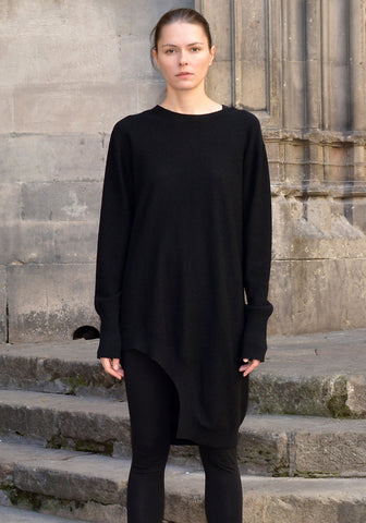 FIRST AID TO THE INJURED CRURA ASYMMETRIC LONG KNIT SWEATER BLACK
