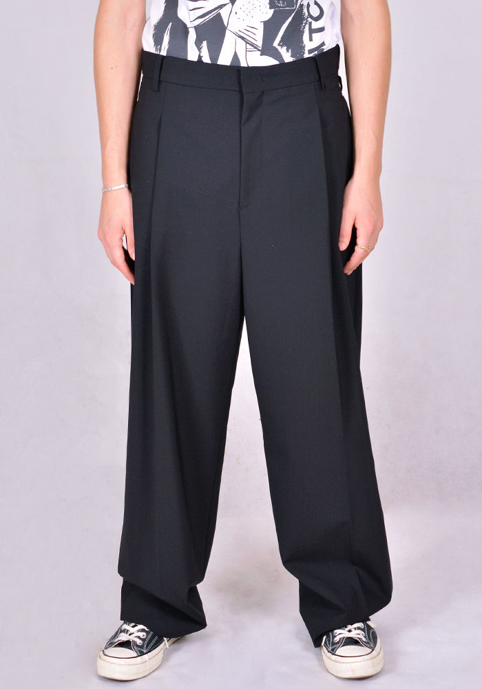 JUUN. J PLEATS FRONT PANTS JC0821P515 BLACK FW20 | DOSHABURI Online Shop