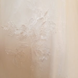 Lace A-line - SAMPLE SALE