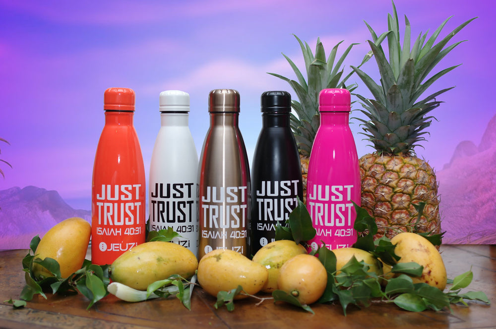Just trust water bottles keeps your drinks cold and hot for hours. Find your at JEUZi.com