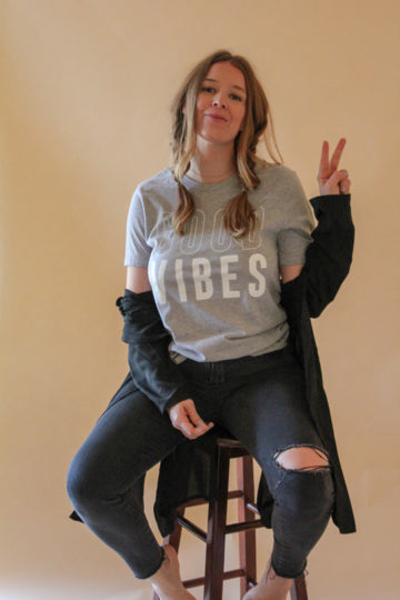 Good Vibes Grey Graphic T-shirt - The Peacefull Closet