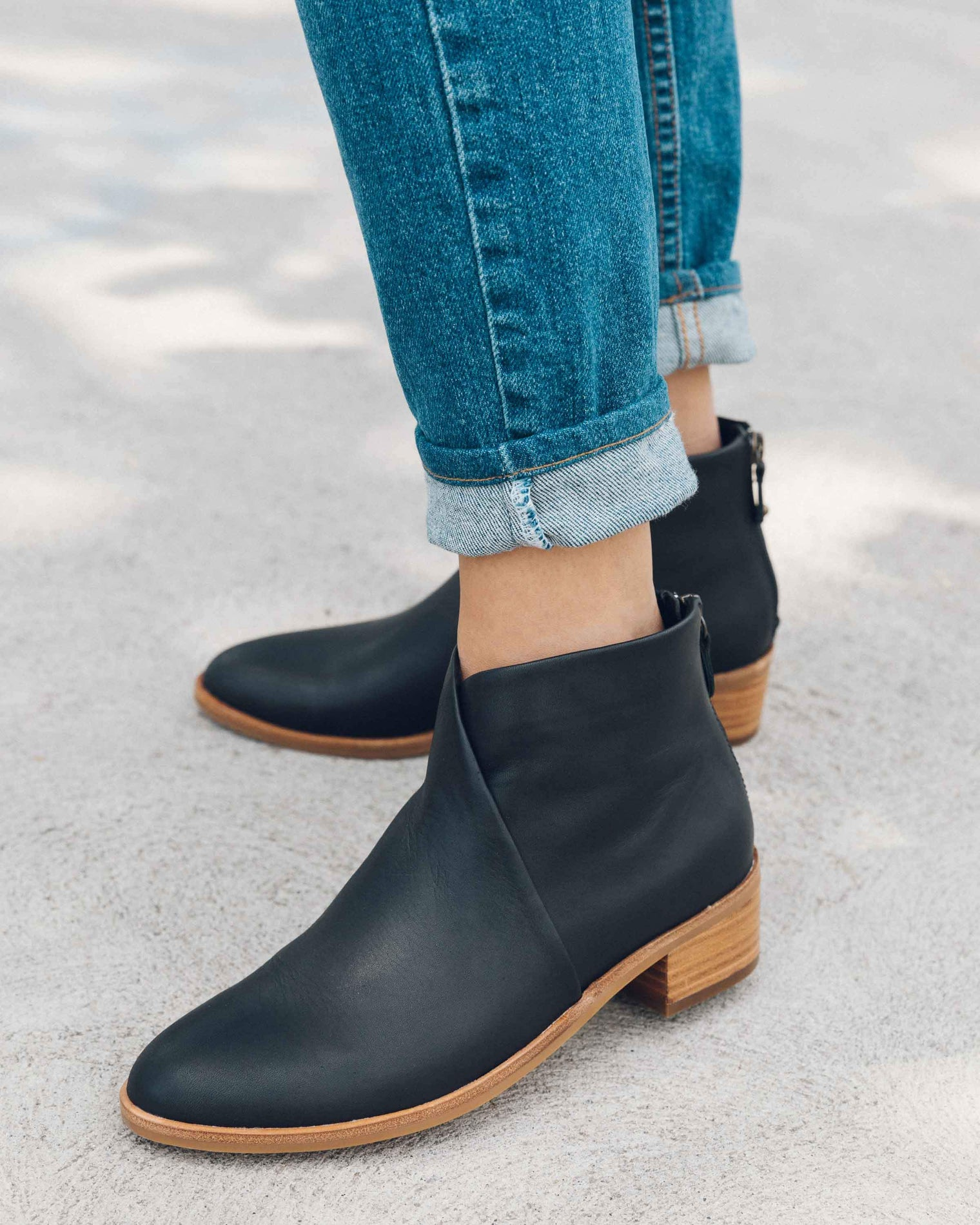 Leather Venetian Bootie black