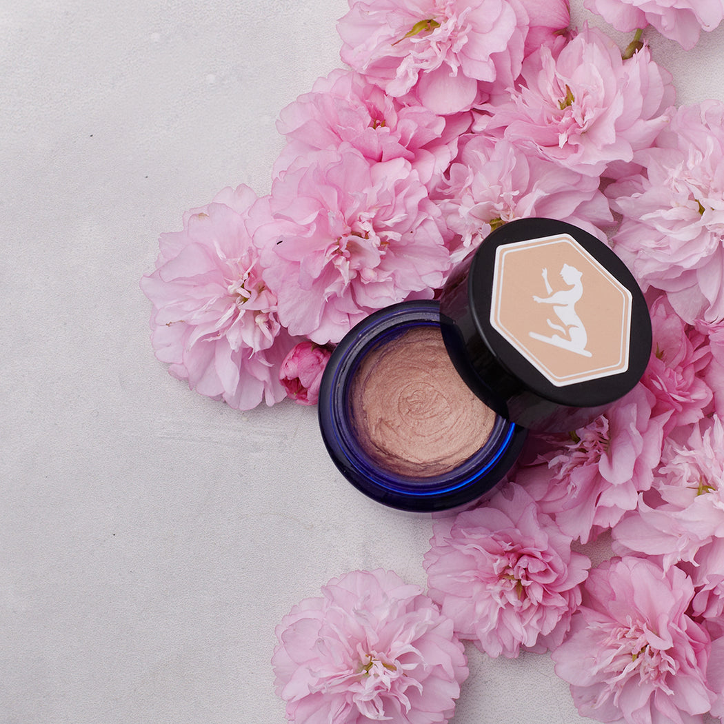 Natural, cruelty free, vegan, NZ made cosmetic makeup to give skin a Rosegold glow. Large size pictured with pink flowers.