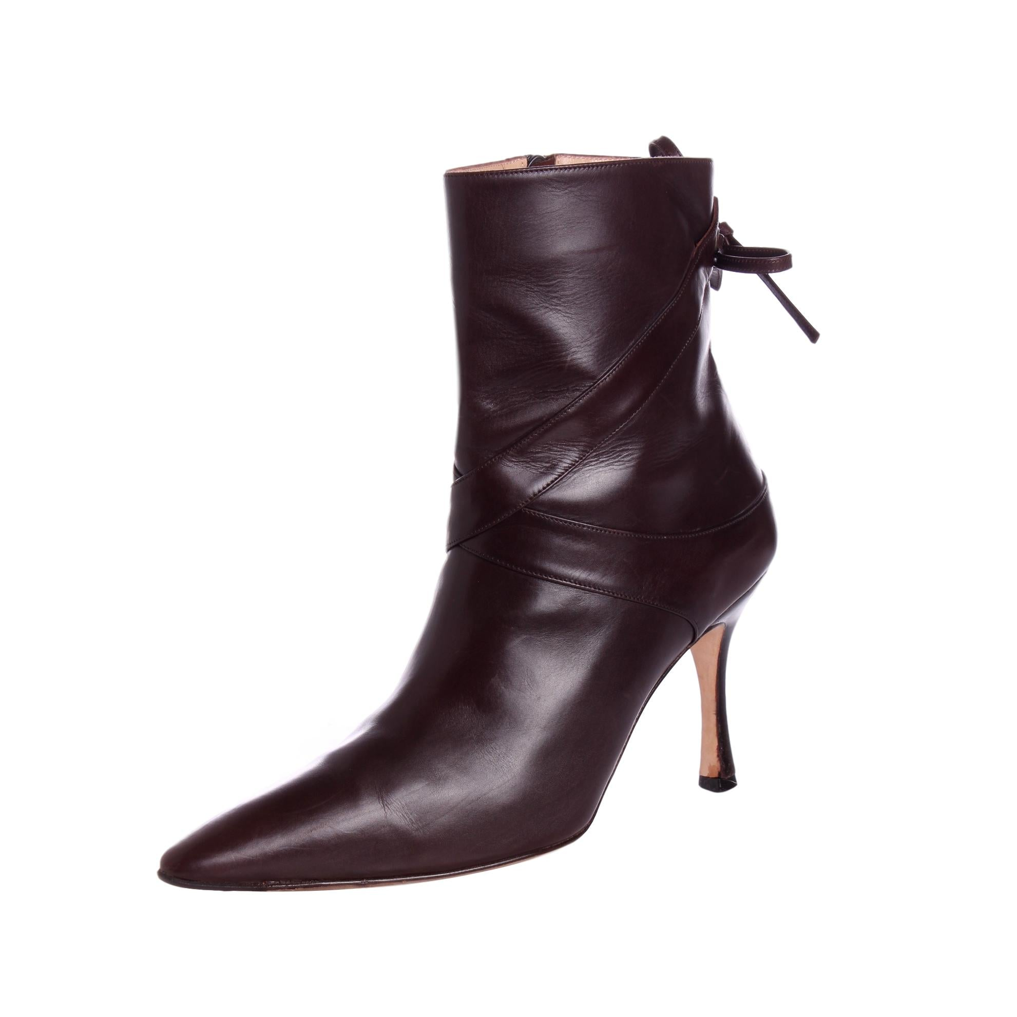 Manolo Blahnik Leather Pointed-Toe Booties Cheapest Price Sale Online Grey Outlet Store Online 99RPMXirvQ